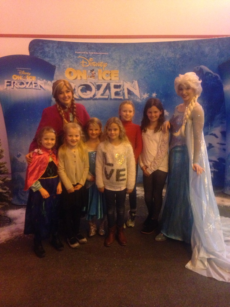 anna-elsa-disney-on-ice-squad-goals